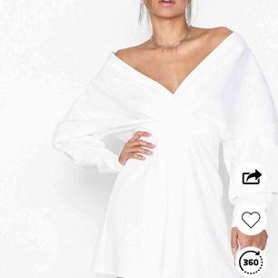 Relaxed Shoulder Dress från Nelly, 499 nypris. Lappar kvar. Studentklänning? Bal?