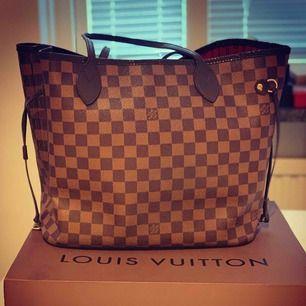 Louis Vuitton Neverfull MM, finns lite slit men inget som syns. Vintage för mer bilder Pm. Frakt ingår.