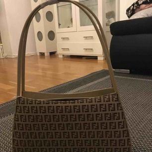 Fendi väska shoulderbag .   A kopia  Aldrig använd