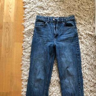 """Knappt använda """"mom jeans"""" från Zara."""