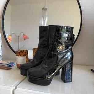 Världens snyggaste skor dock tyvärr aldrig använda pga för små i storleken.