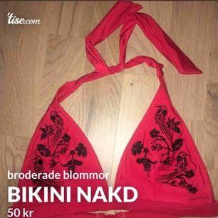 röd bikini från nakd, broderade blommor på. aldrig använd