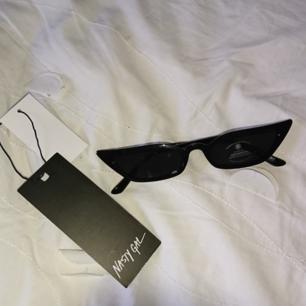Helt nya trenduga glasögon från nastygal Frakt 9kr, betalning via swish