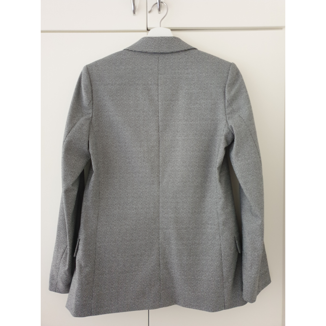 Grey Blazer from H&M. Very few times used, like new. Size S/34. Kostymer.