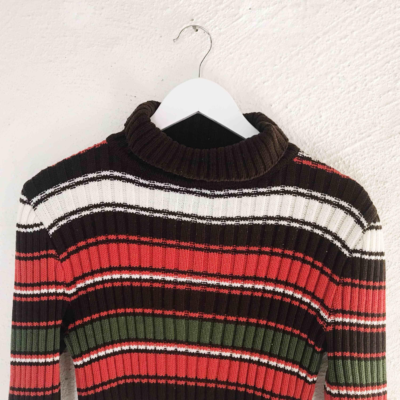 Superfin och mysig tröja köpt på secondhand. Endast prövad. Frakt tillkommer 🌹. Stickat.