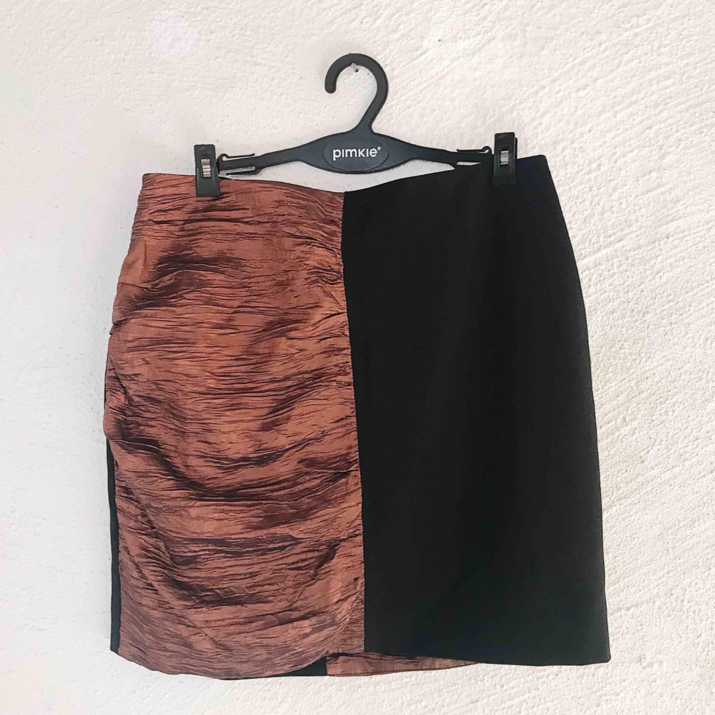 Superfin kjol från Monki. Aldrig använd, prislapp kvar (nypris 300 kr). Frakt tillkommer 🌹. Kjolar.