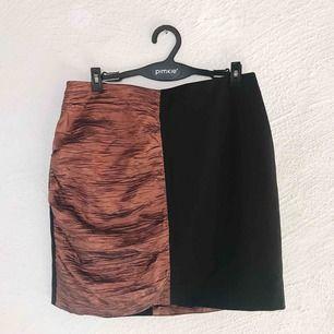 Superfin kjol från Monki. Aldrig använd, prislapp kvar (nypris 300 kr). Frakt tillkommer 🌹