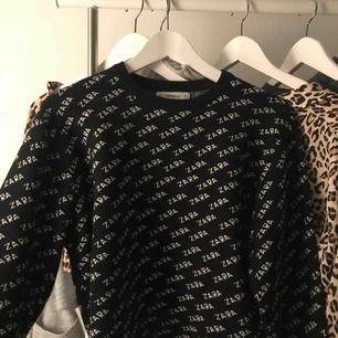 Säljer min populära Zara tröja i storlek S, fint skick och finns inga synliga skador