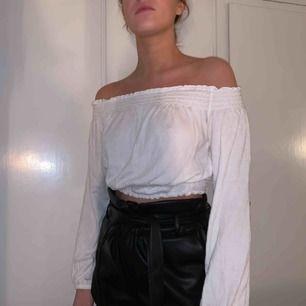 Off shoulder-topp från H&M. Använd 1 gång. FRI FRAKT
