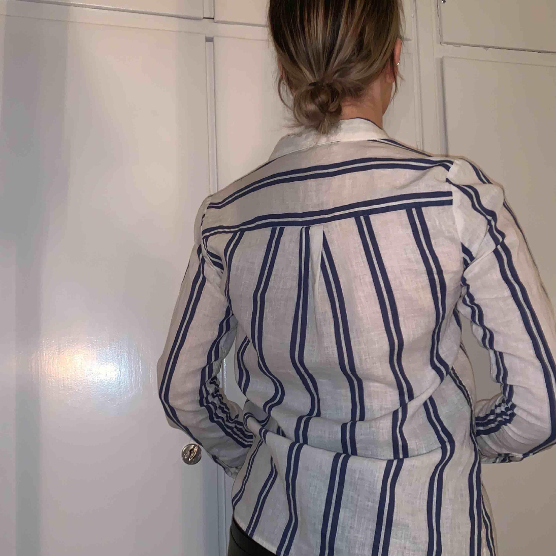 Linneskjorta från Bikbok. Använd 1 gång. FRAKT INGÅR. Skjortor.