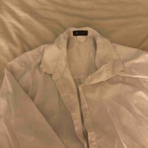 Vit skjorta från ?, storlek L. 20kr!!