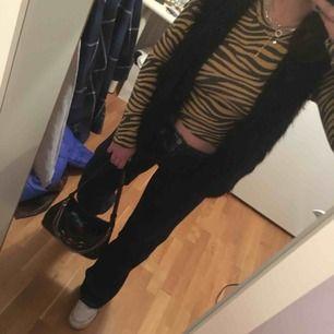 Oversized fuskpäls från H&M, tröjan under från Mango går att få med för 20kr