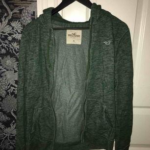 Grön Hollister tröja i storlek S, köparen står för frakt! 😄
