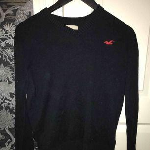Svart Hollister tröja i storlek S, köparen står för frakt 😄