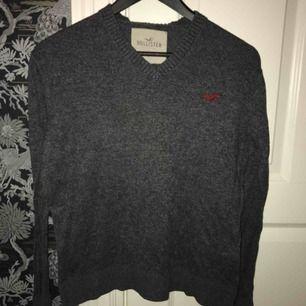 Grå Hollister tröja i storlek S, köparen står för frakt! 😄