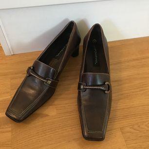 Ascoola vintage skor i äkta skinn, strl 39 men passar även en del 38or!