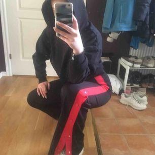 Både snygga och sköna byxor från Zara, passformen är väldigt schysst - passar i princip vem som helst✌️