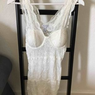 Vit klänning. Aldrig använd