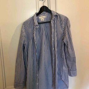 Randig overaize-skjorta från L.O.G.G. Fint skick.