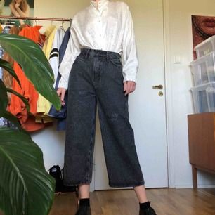 Levis line 8 jeans i spräckligt mönster, storlek W27. Har använts sparsamt då de är för stora för mig, har storlek EU36 och är 175cm.  Kan mötas upp i Stockholms innerstad/Södermalm. Kan även frakta, köparen står för kostnaden.