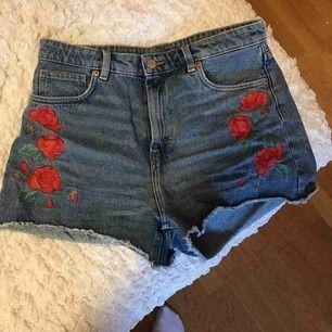 Shorts som är alldeles för stora och därför inte används. Är ifrån Monki. Frakt tillkommer!