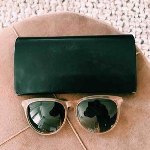Solglasögon från YSL Nypris: 2995 kr från Mood Details Sthlm.  Kvitto finnes! Fodral + putsduk ingår.