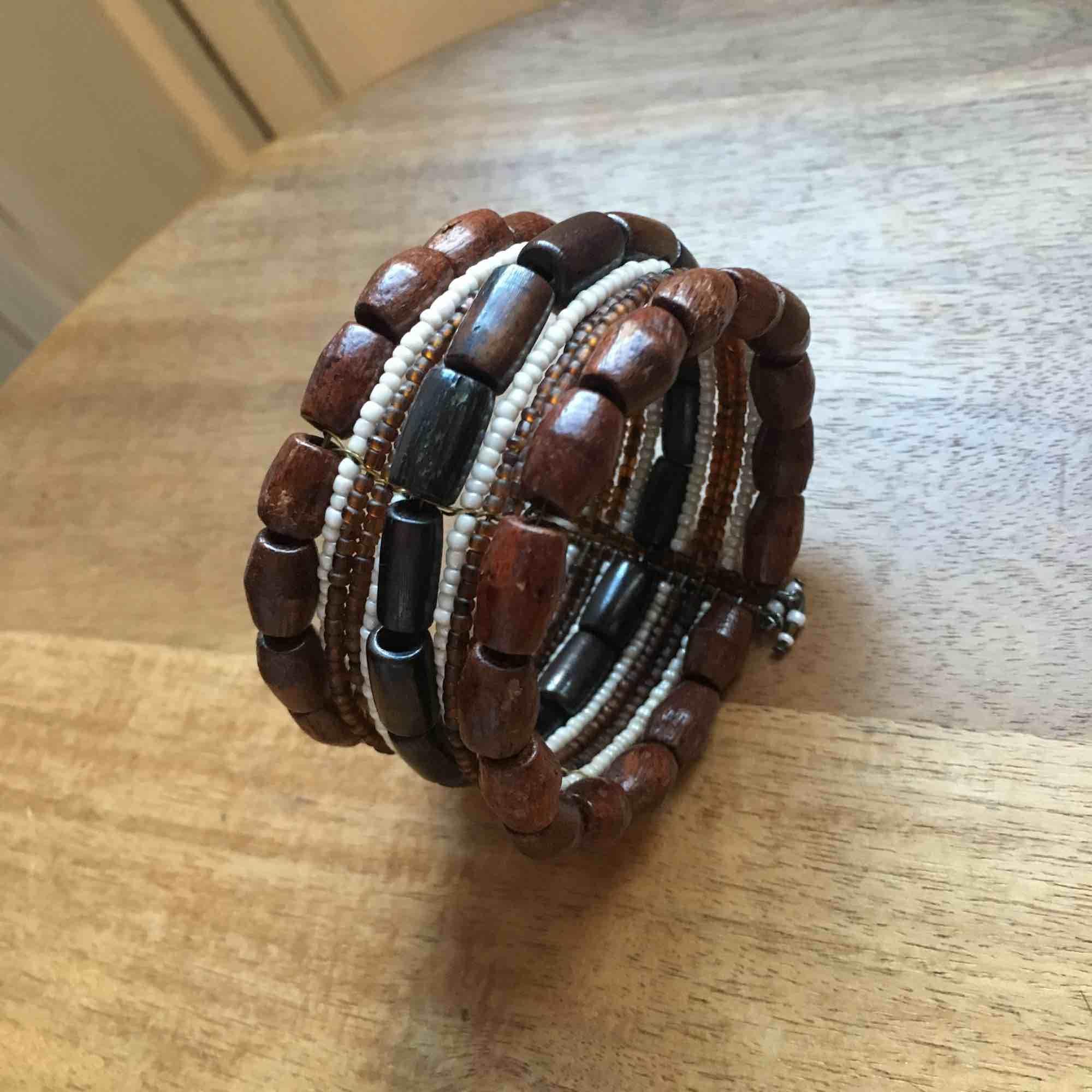 Lätt och fint bohemiskt armband 🐒. Accessoarer.