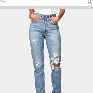 Nya Levis jeans som aldrig är använda då dem är för stora för mig (inte mina bilder). Nypris 1199kr. Säljer dem för 900kr+frakt. Storlek är W28L32