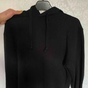 Basic svart hoodie från nakd, använd ENDAST 2 GGR!!så heeelt i nyskick❣️❣️❣️