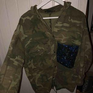 Militär grön sommar/vår jacka. Köpt på Zara