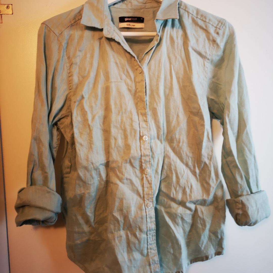 Mintgrön skjorta från gina tricot i 100 % linne kvalité.  . Övrigt.