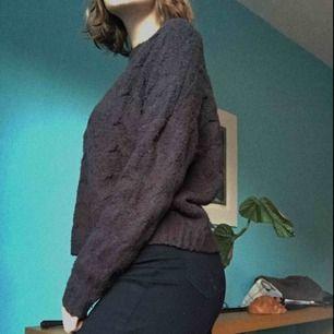 Extremt mysig tröja från Divided i stl M och lite oversized skitsnygg till kjol. Helt klart en av de mysigaste jag har men pga för stor garderob får den hitta ett nytt hem. Ett bra köp!!