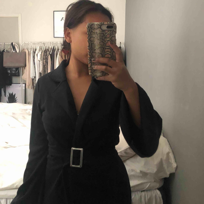 Svart skön och mjuk klänning från Nelly som inte kommer till användning. . Klänningar.