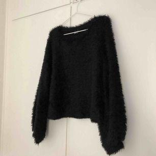 En fluffig superfin tröja 💗💗 skickas med posten för 55kr