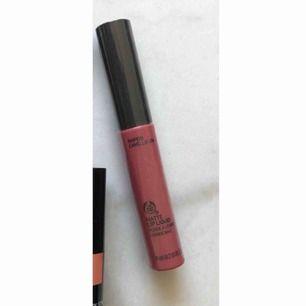 Oanvänt liquid lipstick ifrån The Bidy Shop. Frakt tillkommer på 18kr 💗💗