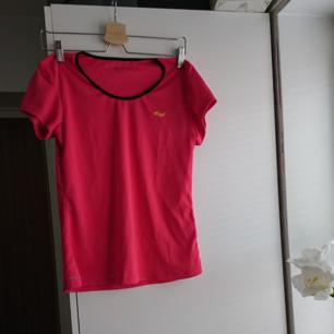 Tränings t-shirt, aldrig använd.🌸