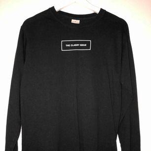 The classy issue tröja, aldrig använd. Storlek S, funkar för en XS/M likaså.  Nypris 500kr.
