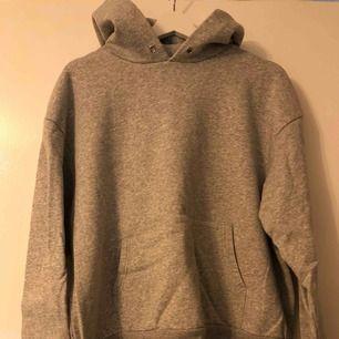 Grå hoodie från H&M, storlek S/M.