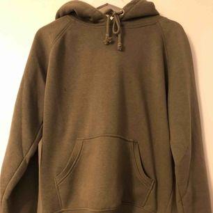 Militär grön hoodie från BikBok, storlek M.  Som ny!