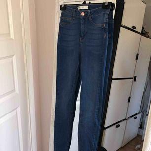 Molly-jeans från Gina tricot. Endast testade, så dom är i nytt skick.