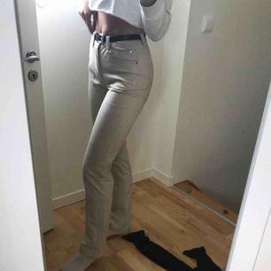 Ljus beiga jeans sååå snygga men börjar blir för små❤️❤️