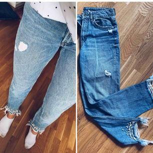 Snygga high waist, mom fit jeans! Limited edition från H&M