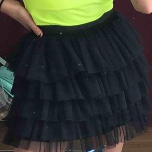 Super fin kjol från zara kids!! Möts upp i Stockholm! Säljer pga används aldrig❤️❤️