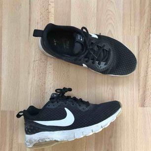 Svarta Nike Air  Frakt tillkommer!