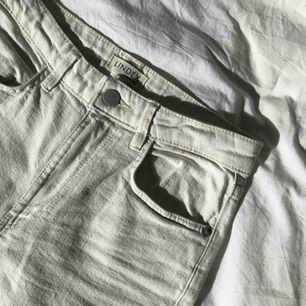High waist krämvita jeans (mom jeans)  Frakt tillkommer!