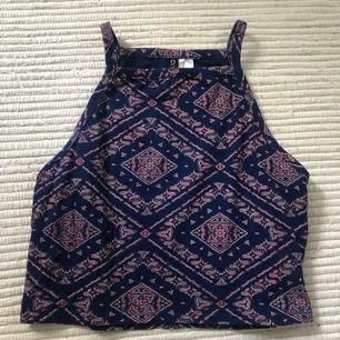 Halter linne från H&M, köparen står för frakt!