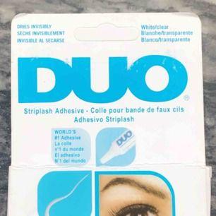 Helt oöppnat och Oanvänt DUO lim, råkade köpa två så säljer den andra!