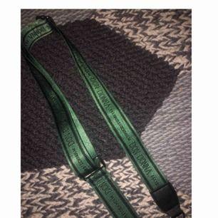 grönt väskband från accent, knappast använt