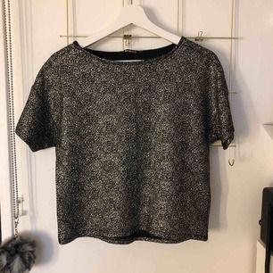jättefin glittrig tröja! använd 1 gång, skickas mot frakt