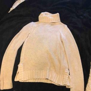 Vit stickad tröja från Hm aldrig använd, köparen står för frakt 🥰